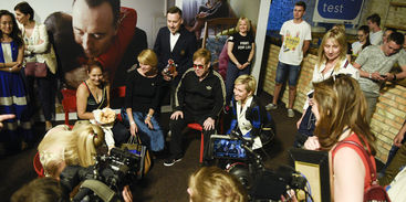 Elton John visited Educational Center for Youth in Kyiv (PHOTO) / Elena Pinchuk Foundation